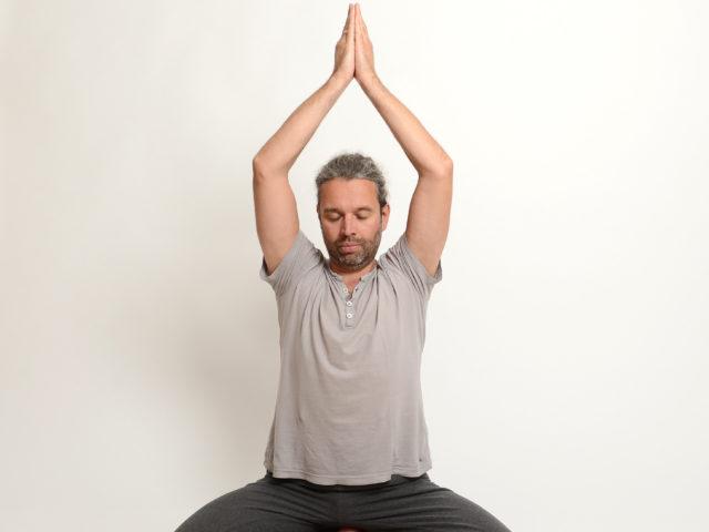 02 Parvatasana-Berghaltung-Yoga-Unna-Kamen