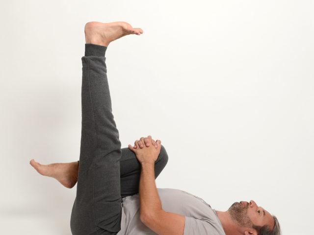 04 Halbe-Pflughaltung-ardha-halasana-variante-links-Yoga-Holzwickede