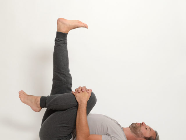 05 Halbe-Pflughaltung-ardha-halasana-variante-rechts-Yoga-Holzwickede