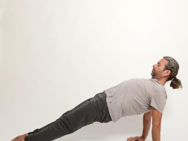 08 schiefe-Ebene-Purvottanasana_Yoga-im-Raum