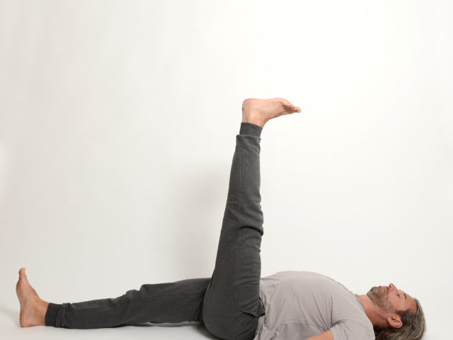 09 Ardha-Halasana-links-Halbe-Pflughaltung-Yoga-Unna-Kamen